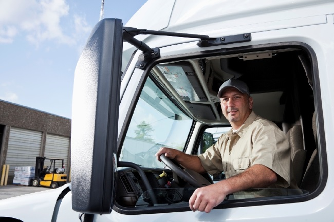 7 Ways How Truck Mirrors Increase Safety 1
