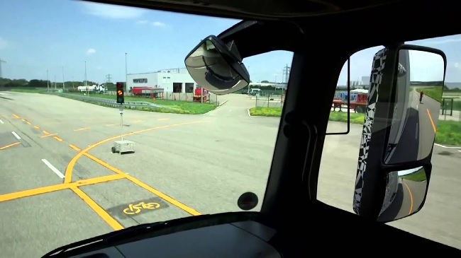 7 Ways How Truck Mirrors Increase Safety 3