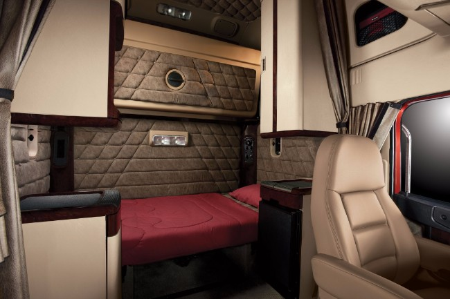Truck Cab Inside >> 10 Tips To Buy Best Sleeper Or Extended Cabin Truck
