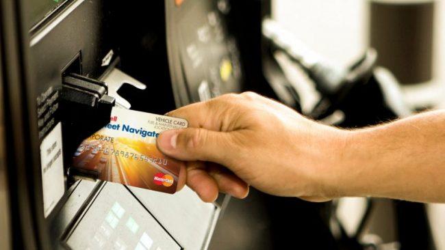 how-do-trucking-fleet-fuel-cards-work