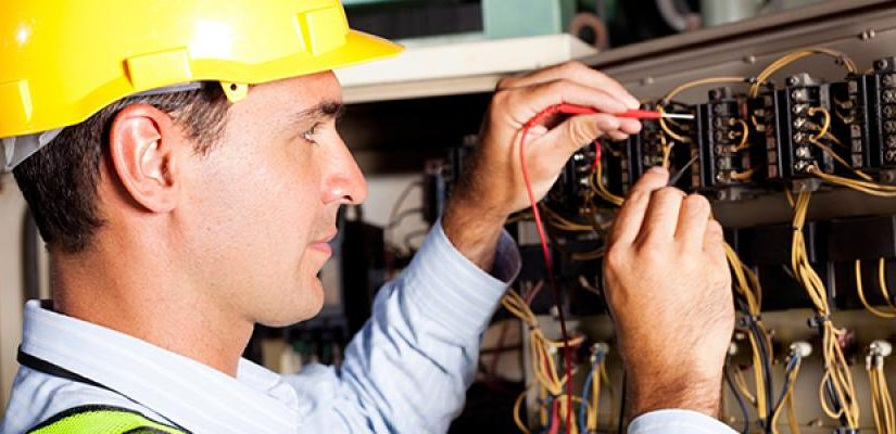 How To Select The Best Electrical Technician For Your Team